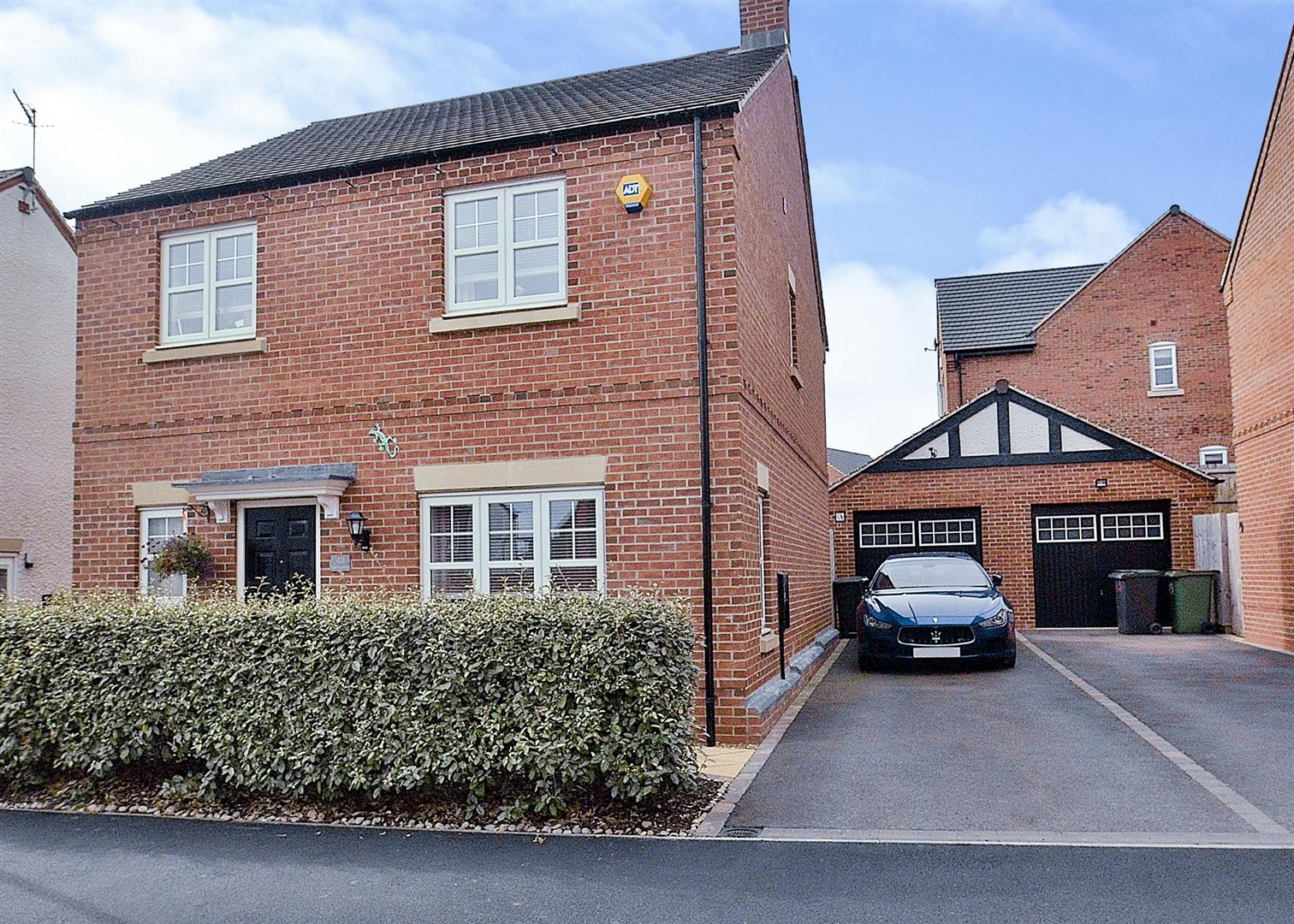 4 Bedrooms Detached House for sale in Spitfire Road, Castle Donington, Derby